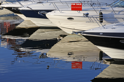 Motorboats,And,Yachts,For,Sale,,Moored,In,A,Marina